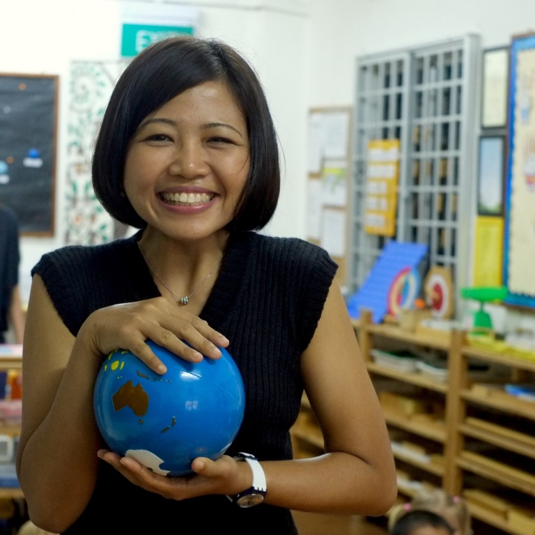 erniesarra33 - holding globe